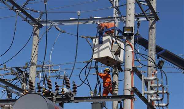 Positive electricity industry support customers in hot sunny