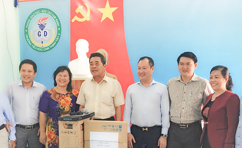 Giving 30 computers to 2 primary schools in Cam Ranh